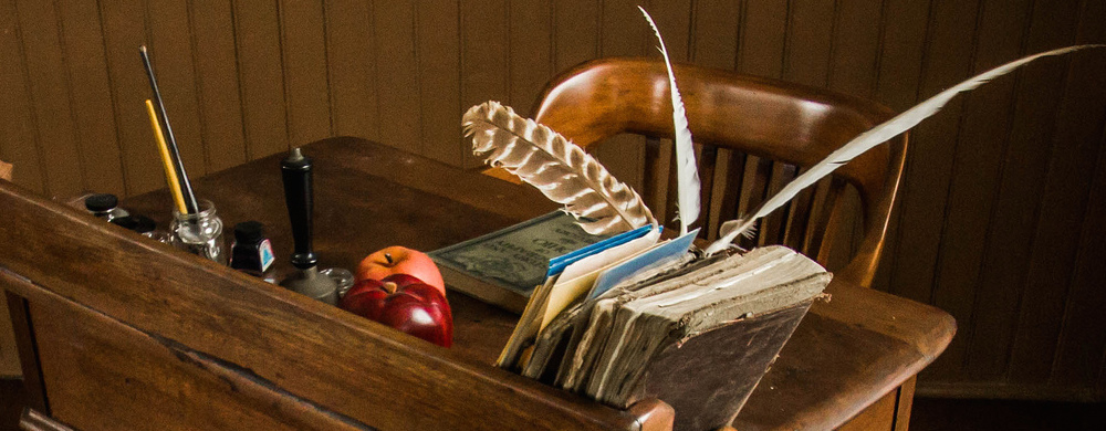 Teacher's Desk - Linn School