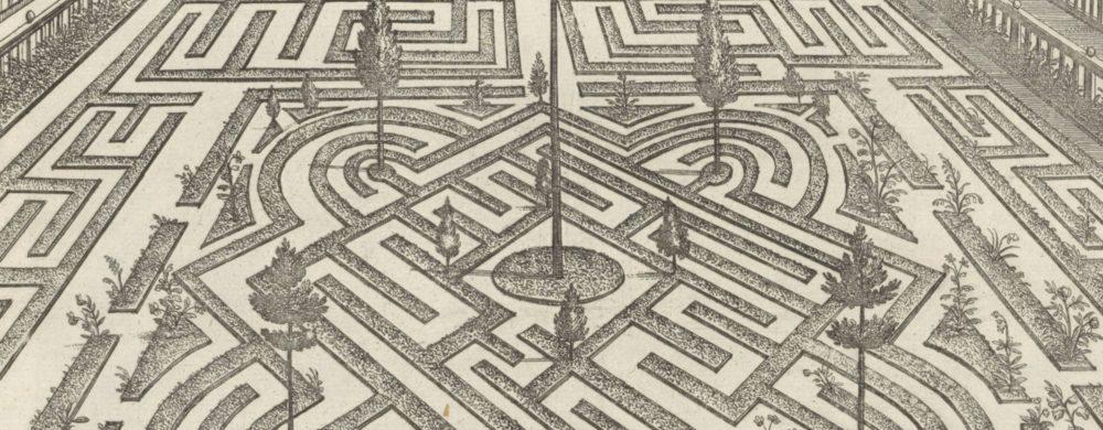Tuin met parterre met labyrint en op de achtergrond een poort